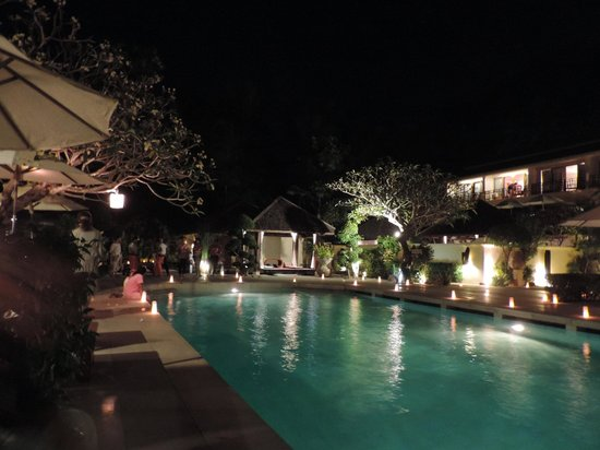 The Sunset Beach Resort & Spa, Taling Ngam: apéritifs et amuses bouche en bord de piscine