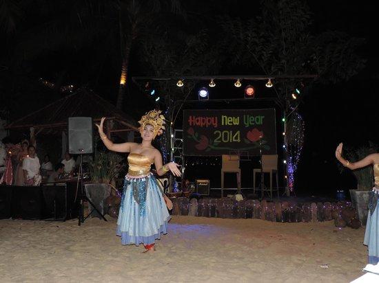 The Sunset Beach Resort & Spa, Taling Ngam: Spectacle de Nouvel an sur la plage