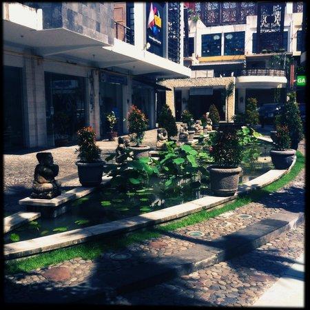 Kuta Central Park Hotel : Вход отеля