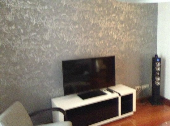 Madrid SmartRentals Atocha : Living room Flat tv + docking station