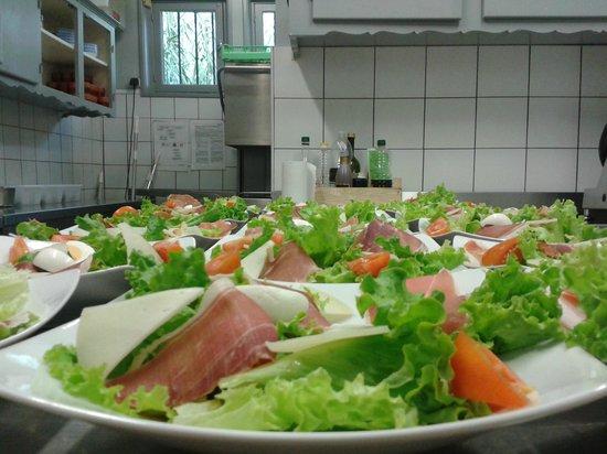 Salade de pays au restaurant la grillerie de sardines à saint jean de luz