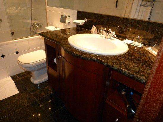Eurostars Montgomery: salle de bains