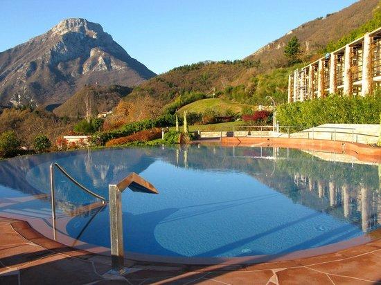 Lefay Resort & Spa Lago di Garda: Piscina riscaldata esterna