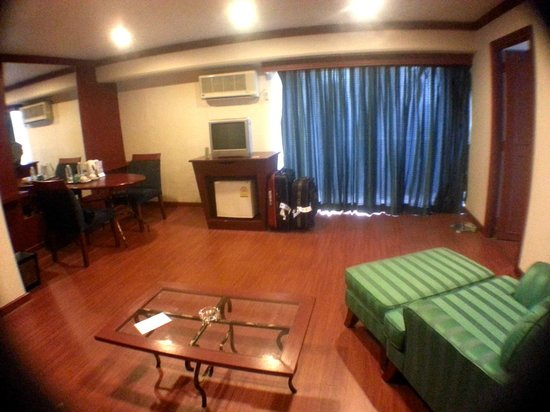 Baiyoke Suite Hotel: Another angle of the first room