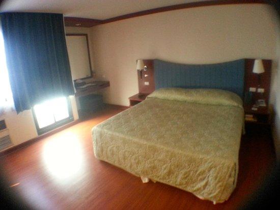 Baiyoke Suite Hotel: Bedroom