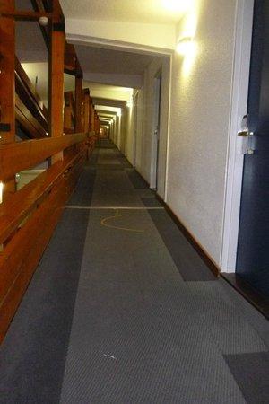โฮเต็ล ดู กอล์ฟ: no stairs just a long long slope