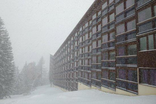 โฮเต็ล ดู กอล์ฟ: The room built on a slope.  This is the SUPERIOR south facing side