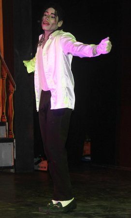 VIK Hotel Arena Blanca: Michael Jackson impersonator was AWESOME!!!