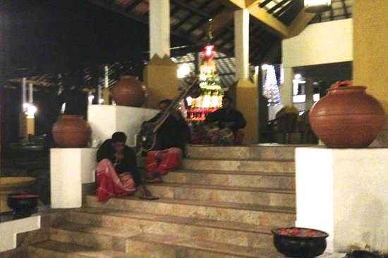 Amaya Lake : Stairs by the dining area, with musicians