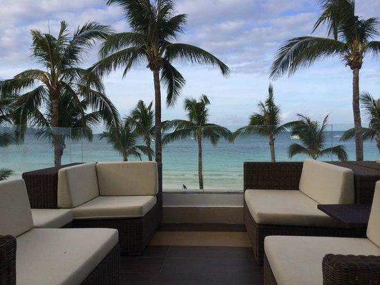 The District Boracay: Slow service in bar but great view