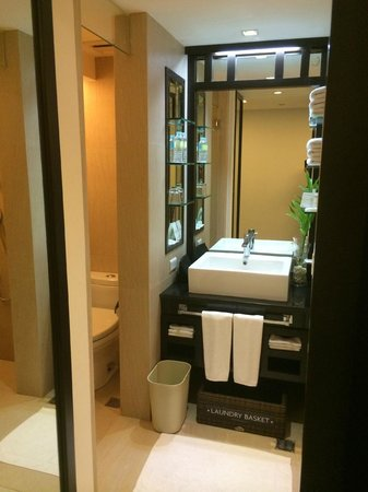The District Boracay: Bathroom in Deluxe