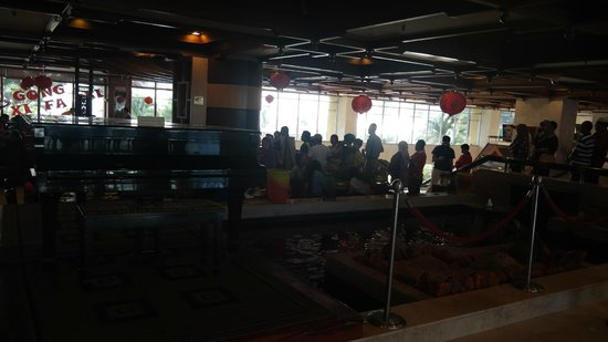 Primula Beach Resort Kuala Terengganu: the long queue for breakfast