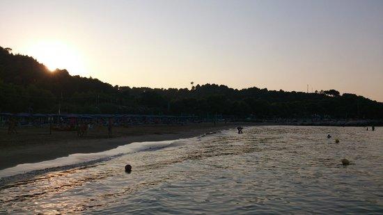 Village Camping Baia dei Lombardi: La baia al tramonto