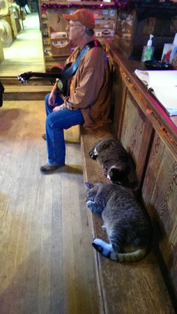 Luckenbach Texas General Store : come as you are