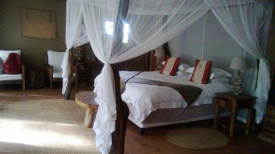 Mukambi Safari Lodge : the coziest bed ever!