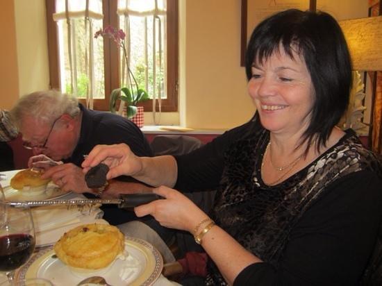 Le Poeme de Grignan : ris de veau foie gras truffe en croustade façon (V G E)