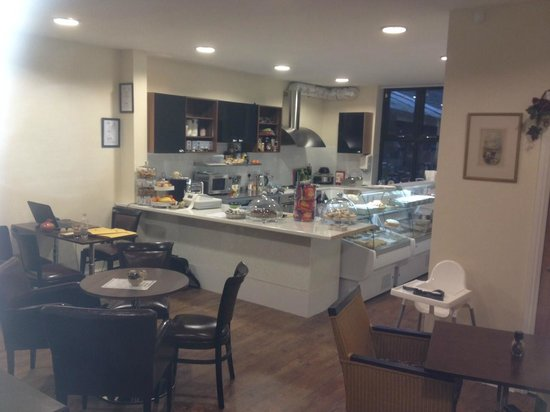 Cafe 22 : Open kitchen area
