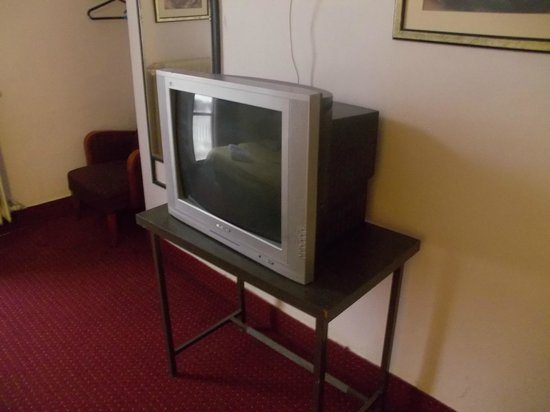 The Jerusalem Hostel: Антикварный телевизор