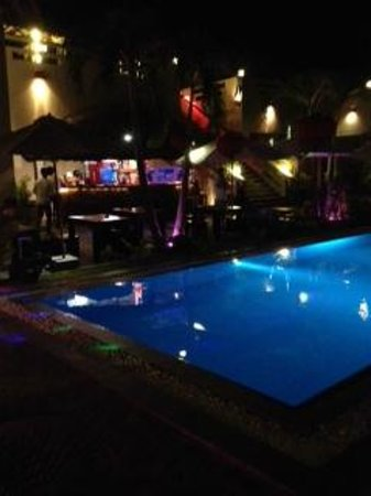Mui Ne Hills Budget Hotel : By night