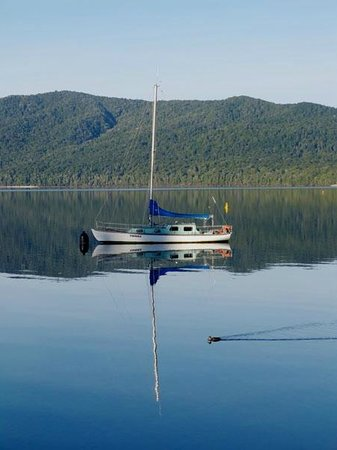 Lovely reflections in the morning at Lake Te Anau