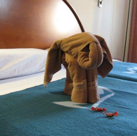 ClubHotel Riu Costa del Sol: Baby elephant towel art