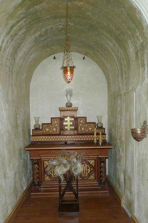 Masia Font De L'oca : Hidden chapel off lounge