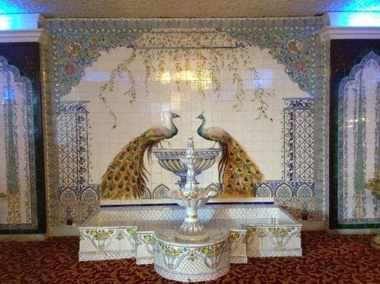 Hotel El-Djazair Ex Saint George: Impressive tile decoration main Lobby