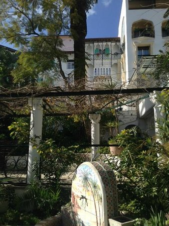 Hotel El-Djazair Ex Saint George: Hotel view from Botanical garden