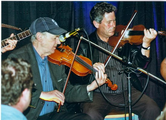 The Dolphin Hotel and Restaurant Inishbofin: Inishbofin summer concerts at the Dolphin