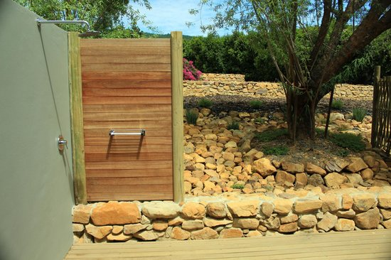 Angala Boutique Hotel and Guest House : Outdoor deck and shower
