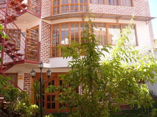 Villa Betty: Vista exterior de los cuartos