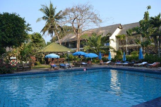 Garden Lodge: Бар у бассейна