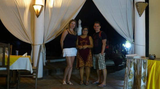 Mariposa Restaurant: With the restaurant owner and the parrot