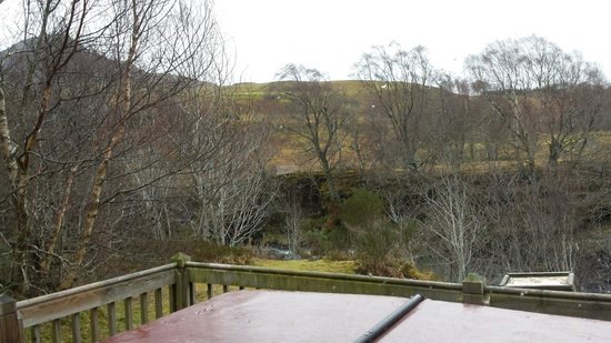 Wildside Highland Lodges: Hot tub and view in Red Deer. 1 bed lodge.