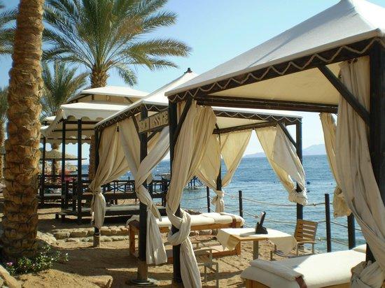 Grand Rotana Resort & Spa : есть места для массажа, с шикарным видом