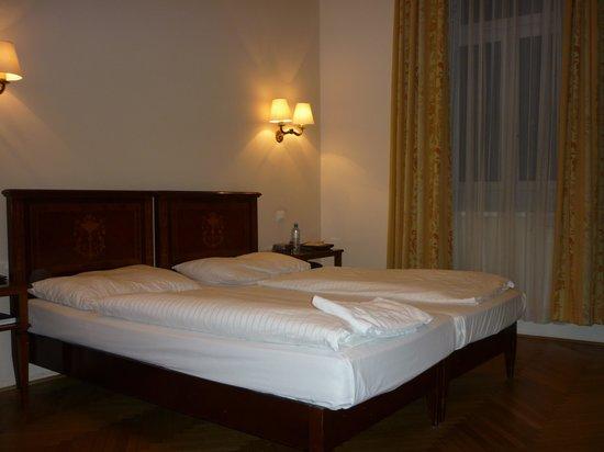 Boutique Hotel Donauwalzer: il letto (comodo) con piumini singoli