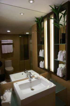 Holiday Inn Resort Phuket: bathroom