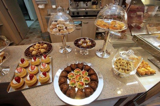 Amaretti Pasticceria Italiana: Amaretti sweets