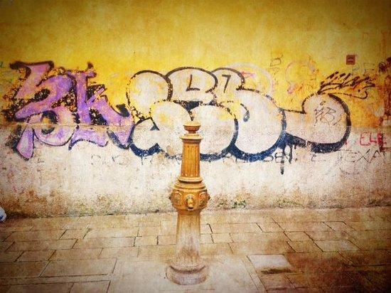 Hotel Moresco: Old vs New - Graffiti and water pump