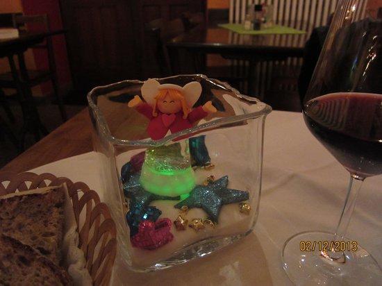 Osteria Borghese: Свеча на столе