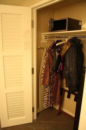 Kimpton Hotel Palomar Philadelphia: armario de la habitacion