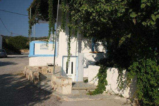 Dionysia Studios: dalla strada