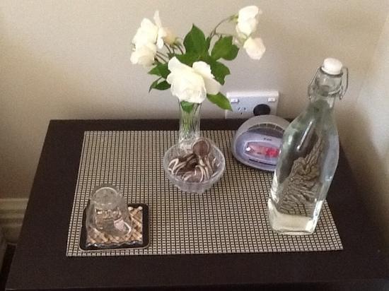 Echo Lodge: fresh flowers and chocolates