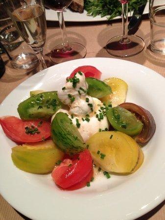 Le Bistrot de Louise : Entrée : Burrata et mélanges de tomates... Fameux!