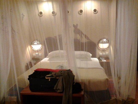 Amboseli Serena Safari Lodge: main bed