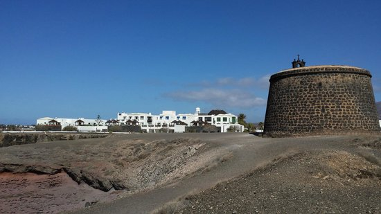 Hotel THe Volcan Lanzarote : Club rooms from cliff edge