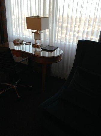 Hilton Dallas Lincoln Centre: Writing desk