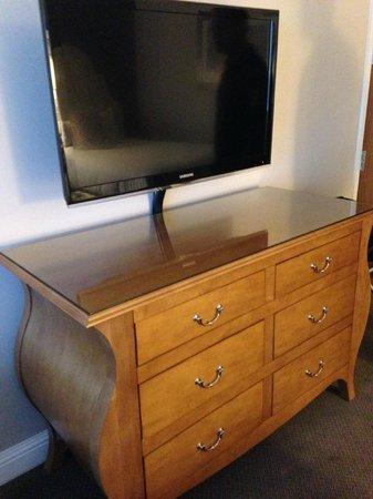 Hilton Dallas Lincoln Centre: TV Cabinet