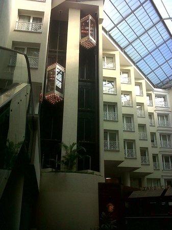 Renaissance Aruba Resort & Casino: Lifts from lobby