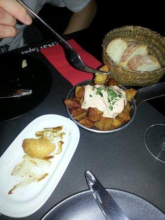 Sensi Bistro Barcelona: Amazing Patatas bravas , fresh bread.. .yummm